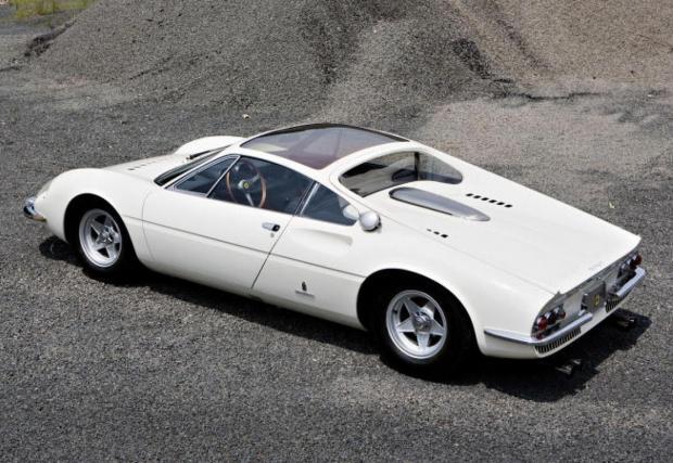 1966 Ferrari 365 P Berlinetta Speciale 'Tre Posti'. Проектиран от самия Серджо Пининфарина, това е първият шосеен автомобил на Ferrari с централно разположен V12, който освен това е с централен волан и три седалки. Поздрави на McLaren F1.
