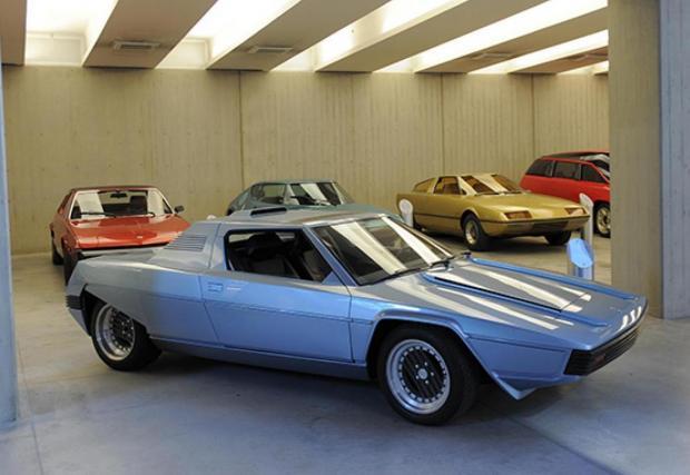 1976 Ferrari 308 Rainbow. Дело на огромния Марчело Гандини, човекът определил формите на фамозните Lancia Stratos и Lamborghini Countach. Тарга покрива се маха и се поставя над V8 мотора, а базата е 308 GT4. Практично.