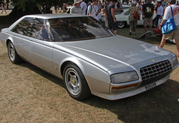 1980 Ferrari Pinin. Под предния капак работи моторът Colombo V12, Pinin разполага с диф с ограничено приплъзване както и със саморегулиращи се хидравлични амортисьори. Обърнете внимание и на визуалната липса на A- и B-кололни.