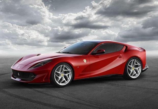 4. Ferrari 812 Superfast – купето от Маранело се задвижва от 6,5-литров атмосферен V12, който изисква 19,6 л/100 км градско и 14,9 л/100 км средно. Не е толкова зле, като имаме предвид какво може най-епичното съвременно Ferrari.
