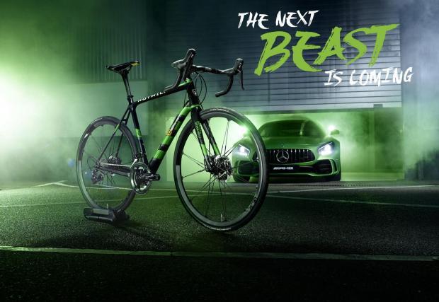 Галерия с 9 кадъра на кола и колело. Зелени и бързи. И скъпи.