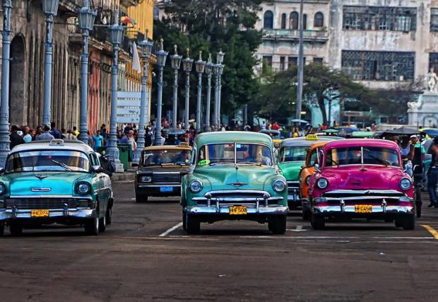 Куба също е добър пример в това отношение, не че е особено поощрително да се мерим с изолирана от света комунистическа страна