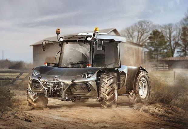 Lambo Aventador и трактор
