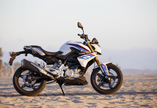 А това e BMW G 310 R, най-малолитражния мотоциклет на баварците, който също се произвежда в Индия от TVS.