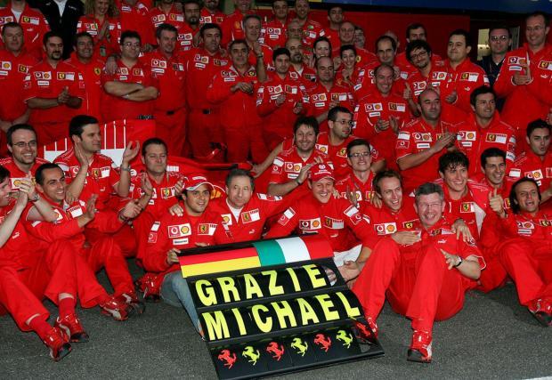 Макар да приключи кариерата си в Mercedes, в сърцата на повечето фенове Михаел винаги ще си остане от Ferrari
