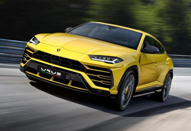 Lamborghini Urus: 4-литрова битурбо машина с 650 к.с. и 850 Нм. Показатели, достатъчни за спринт от място до 100 км/ч за 3,6 секунди и максимална скорост от 305 км/ч. Супер.
