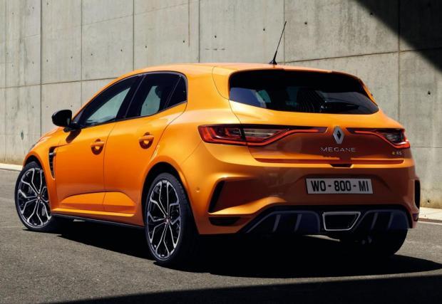 """Renault Megane RS: Моторът е 1,8-литров турбо с 280 к.с. и 390 Нм, данни """"които го нареждат сред най-добрите в класа"""", казват французитe. За сравнение, хотхеч еталонът Golf GTI Performance предлага с 245 к.с. и 370 Нм."""
