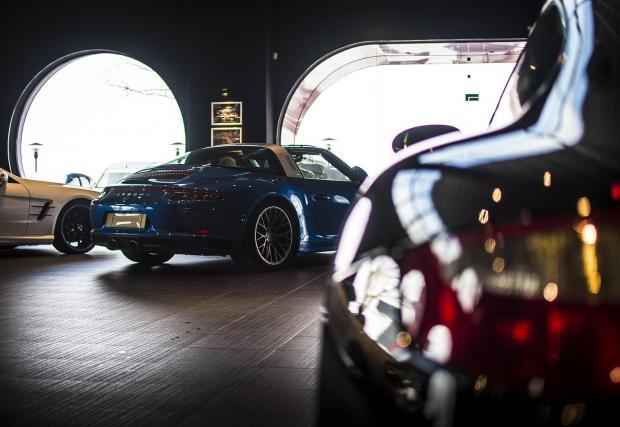 997 вдясно, вляво 991.2 Targa.
