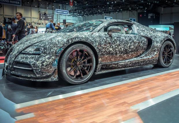 Mansory Bugatti Veyron Vivere е маскирано с т.н. 'Marble Collage' шарка. Mansory могат да бъдат доста брутални, но в случая можем да наречем колата дори скромна.