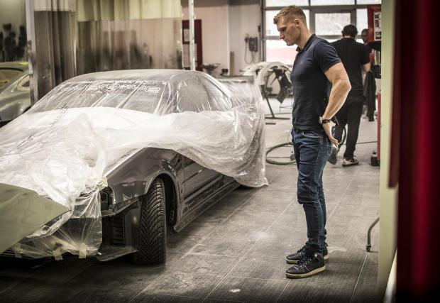 Nissan Skyline GT-R R34, който... за който не сме сигурни дали трябва да издаваме какво се случва с него