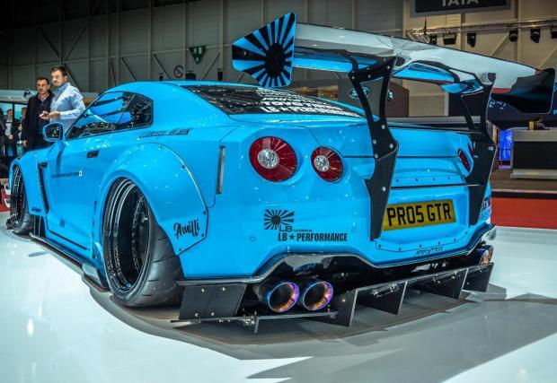 Liberty Walk GT-R, проект направил японското ателие известно. Колата е брутална.