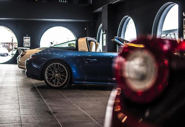 И по-точно 991.2 Targa 4S в 'Sapphire Blue' и 20-инчови колела 'RS Spyder'.