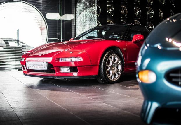 """И едно """"японско Ferrari"""" – изключително рядката оригиналната Honda NSX."""