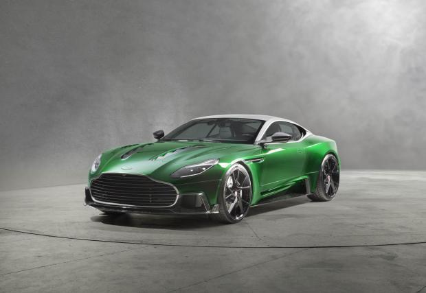 Aston DB11 с големия V12 и огро-о-омна уста