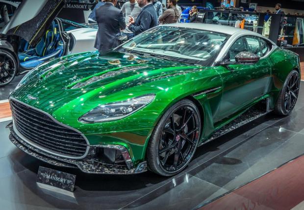 Mansory Cyrus в това зелено? Колата е със 700 коня, вдига сто за 3,6 сек и е базирана на Aston DB11.