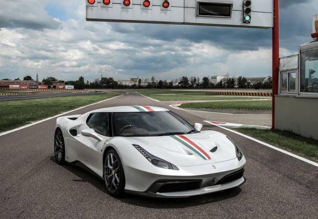 Ferrari 458 MM Speciale: Представен през 2016 на базата на 458 Speciale, но с дизайн, вдъхновен от Ferrari GTO от 1984 г. Уникалните въздуховоди по-късно ще се появят в 488 GTB, така че 458 MM е много специална кола.