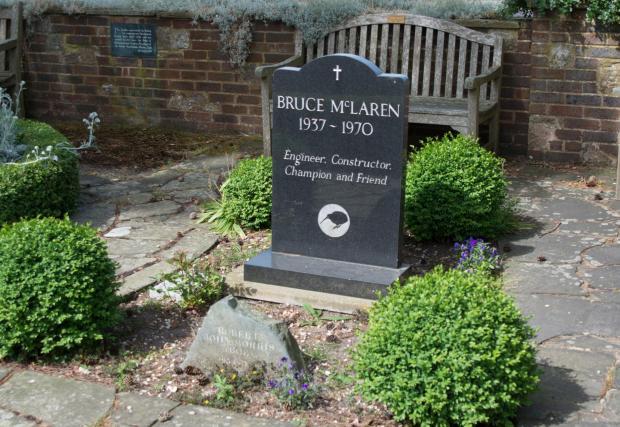 Новозеландското киви е дори на гробната му плоча. Смята се, че стилизираното изображение на птицата е първообразът на днешното лого на McLaren