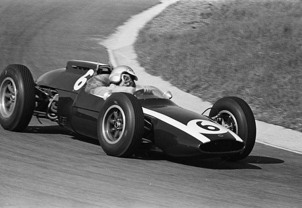 През 1962 в Гран при на Холандия. Тук е на едва 25 - ранна пилотска възраст за онази епоха