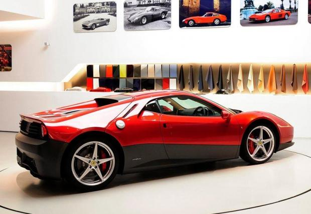 """Ferrari SP12 EC: Това вече е неповторимо. Създадано специално за Ерик Клептън, това бижу струва 4,7 млн. долара, въпреки че под елегантните извивки се крие едно """"обикновено"""" 458 Italia."""