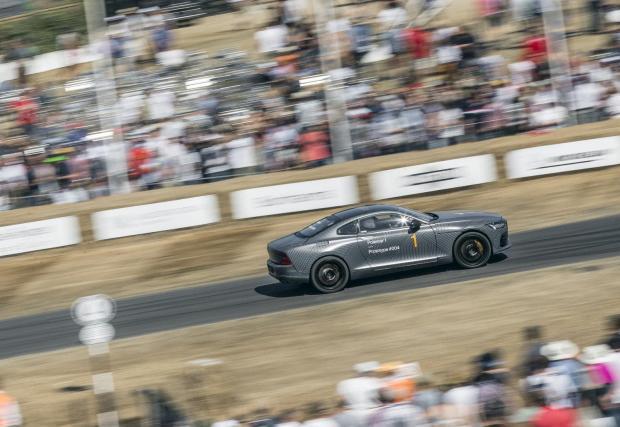 Колата е доста бърза, което може да се очаква от 608 к.с. и 1000 Нм. Спринтът до 100 км/ч отнема под 4 секунди. Пробегът изцяло на ток е около 240 км.
