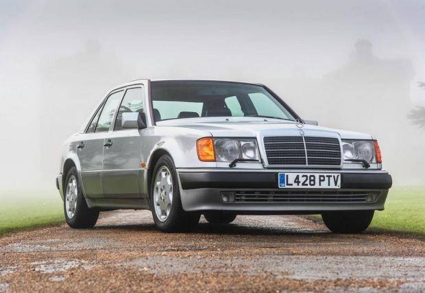 Merc 500 E. Този на снимката е бил на Роуън Аткинсън. Една кола се е произвеждала около 12 дни от Merc и Porsche.