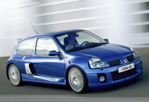 Renault Clio V6 на RenaultSport. Ръчно сглобяваният супер хеч ползва 3-литров V6 на PSA, който е пипнат от Porsche за 'Phase II'.