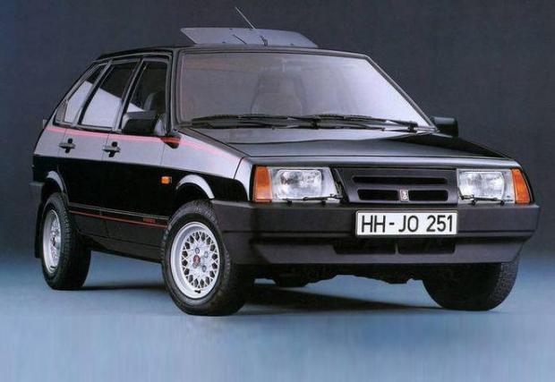 ВАЗ-2108, познат в родината си, като Лада Спутник. Нейният 1,5-литров мотор е разработен с помощта на Porsche.