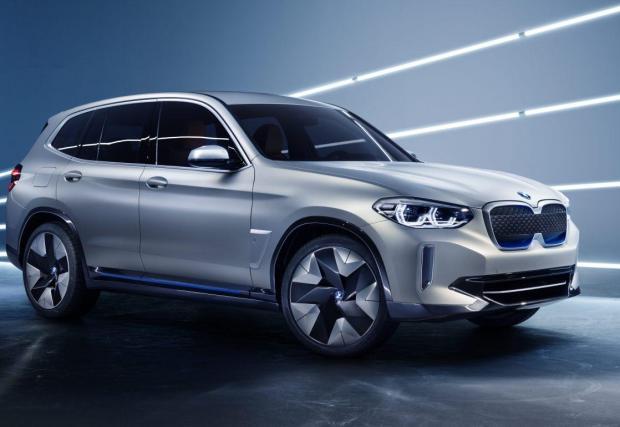 8. BMW iX3: Първото изцяло електрическо BMW. Ама изцяло-изцяло. Не като i3, което може да се поръча с range extender. Прототипът е супер зарибяващ, остава и серийната кола да е такава.
