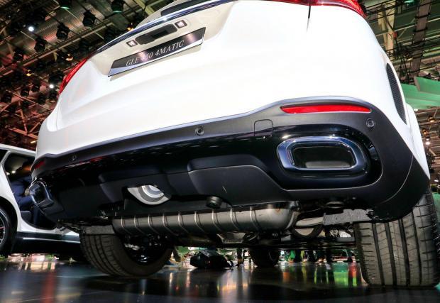 При Mercedes положението е съвсем измислено. Ауспухът няма нищо общо с елегантните хромирани обръчи, от които не излиза и грам въглероден диоксид
