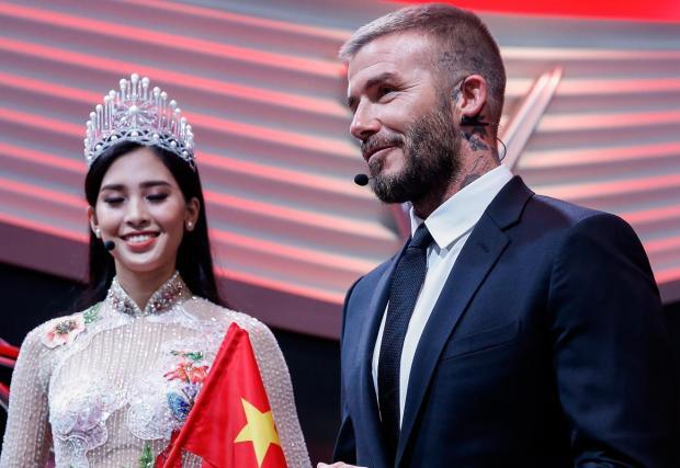 Дейвид Бекъм и мис Виетнам представян нова автомобилна марка. Каква идилия