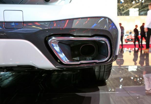 Новото BMW X5 също е далеч от истината, но поне не крие реалния ауспухов накрайник