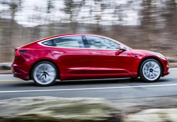 Защо Tesla Model 3 я няма в класацията? Защото още не може да се купи в Европа