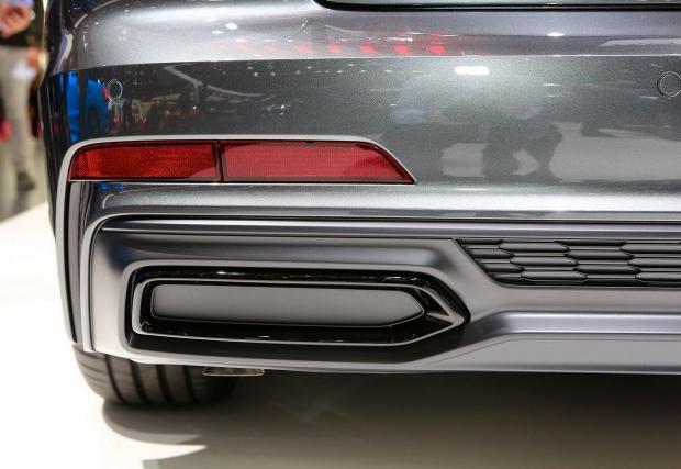 Новото Audi A6 дори не претендира това да са истински отвори, защото са ги покрили с пластмасови капаци