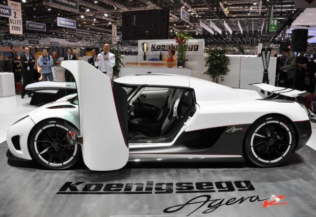 1. Koenigsegg Agera R - Да, може решението на Koenigsegg да не е така дръзко като при Merc 300SL, но нима не е страшно ефектно? А кой е вашият победител в тази класация?