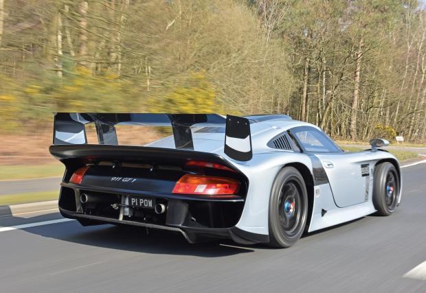 3. Porsche 911 GT1 Strassenversion: За да се състезава в Льо Ман през 1997 Porsche трябва да направи 20 серийни коли за нормални пътища. Това е една от 20-те. Цена: 5 665 000 долара. Удоволствие да карате прототип от Льо Ман по пътищата: безценно.