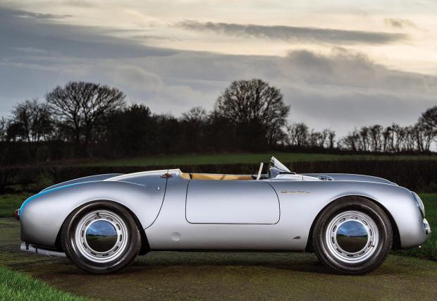"""4. Porsche 550 A Spyder: 5 170 000 долара за """"Убиеца на гиганти"""" с 1,5-литров мотор със 135 к.с. Мъникът е първото Porsche, създадено за състезания и получава прякора си, след като ступва доста по-големи и мощни модели."""