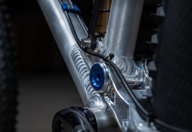 Благодарение на умни технологии една и съща рамка се настройва за 27,5-инчови и 29-инчови гуми