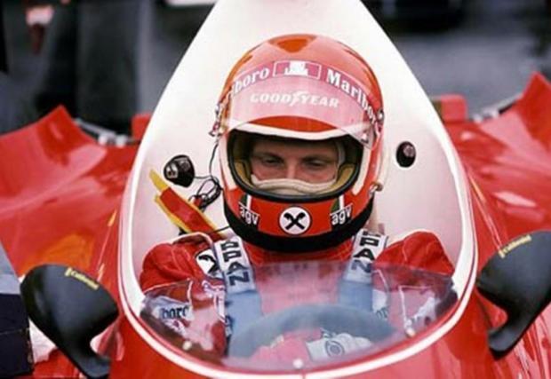 Лауда е единственият пилот, печелил титли и с Ferrari, и с McLaren. Със Скудерията той триумфира през 1975 r 1977, а с McLaren - през 1984 г.