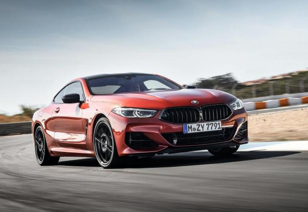 BMW 840d Coupе. Дизел в гранд турър? Разбира се, BMW има такъв модел – Серия 8 с 3,0-литров дизел има 320 к.с. и 680 Нм въртящ момент. С ускорение от 4,9 секунди до 100 км/ч, този автомобил е един от най-бързите серийни дизели.