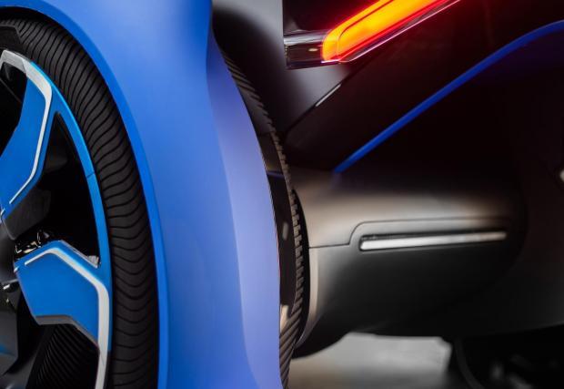 1. Специалните гуми, разработени от Goodyear, са бъкани със сензори и знаят колко са износени, колко вода изтласкват и всичко друго, което е добре едни гуми да знаят.