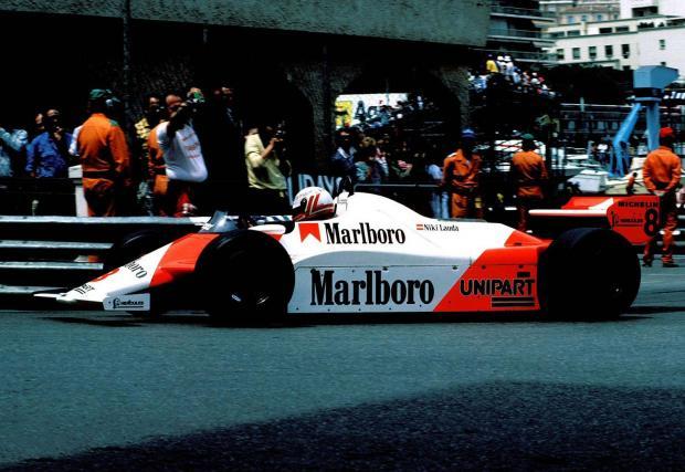 Австриецът се оттегля от спорта в края на 1979 г. като двукратен световен шампион и се връща през 1982 г. с екипа на