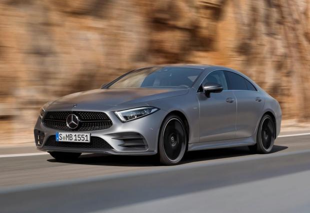 """Mercedes-Benz CLS 400 d. През последно време Mercedes-Benz се завърна към редовите """"шестаци"""". Ура – 3,0-литровият дизел на CLS разполага с 340 к.с. и 700 Нм, което доказва още веднъж, че даунсайзингът не винаги е лошо явление."""