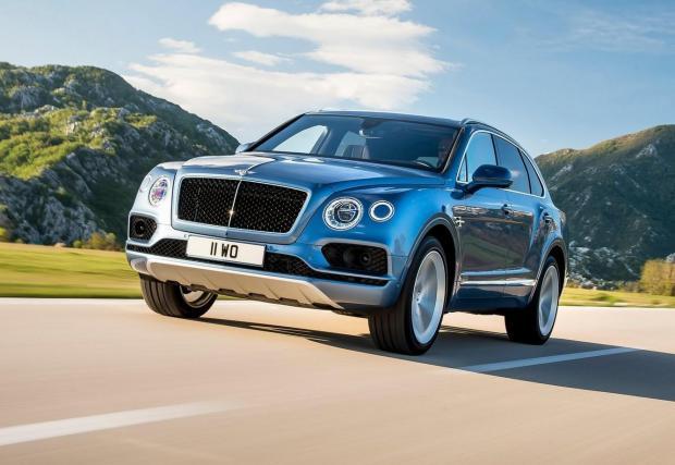 Bentley Bentayga Diesel. Аристократичният британец във версия Diesel не се предлага в голяма част от пазарите в Европа, но все още има места, където може да се поръча. Под предния капак работи 4,0-литров V8 битурбо дизел с цели 435 к.с. и 900 Нм момент.