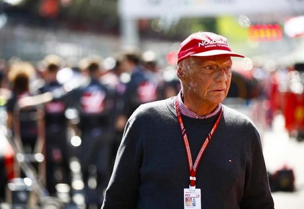 Лауда бе често срещано лице в падока, като коментатор, като мениджър в Mercedes, и като истинска легенда на моторните спортове.