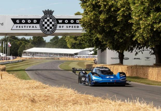 39,9 секунди - първата кола, слязла под 40 секунди на Фестивала на скоростта в Гудууд