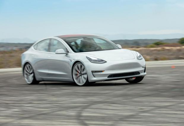 3. Tesla Model 3 Performance LR AWD (2019): 3,2 секунди