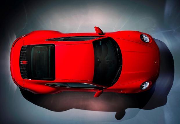 Макар да е най-малкото 911, Carrera трудно може да се нарече скромна кола