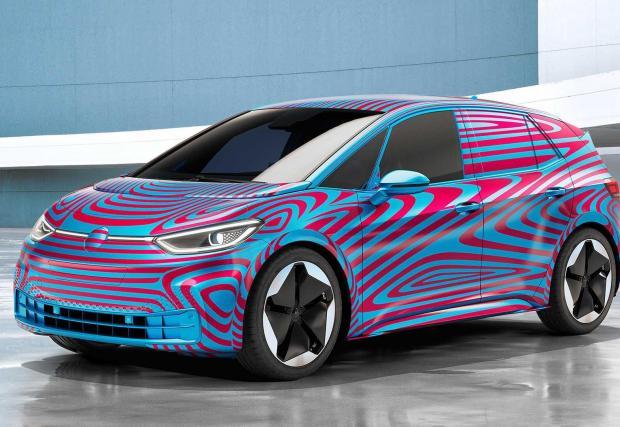 4. VW ID.3: Ако ще има масова електрическа кола, то най-вероятно ще бъде тази. ID.3 ще минава до 550 км с едно зареждане и ще разполага с всичко, което концерн като VW смята за полезно и добро в една кола.