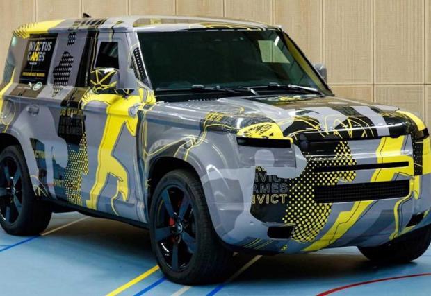 6. Land Rover Defender: Новият Defender има тежката задача да прави всичко по-добре, по-умно и по-модерно от легендарния си дядо, но да запази същите офроуд способности. Очаквано летвата е вдигната много високо!
