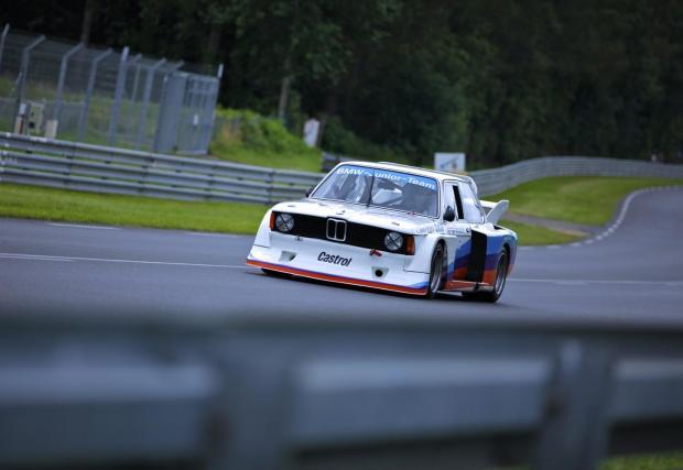 1977: M12/12 в BMW 320 Group 5. Годината е 1977, а турбо моторите вече са по-познати. Renault дебютира с турбо мотор в F1. BMW пък вади 400 к.с. от 4-цилиндровия си мотор в шампионата за туристически автомобили. През 1979 вече е с над 500 к.с.
